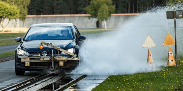 Test opon letnich – specjaliści z ACE Lenkrad porównują skuteczność hamowania na mokrej nawierzchni