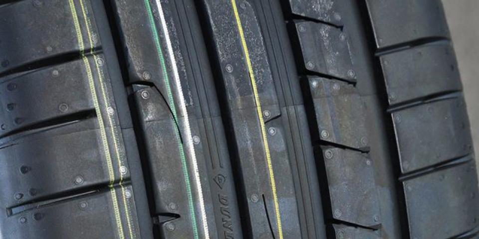 Bieżnik opony Dunlop Sport Maxx RT2