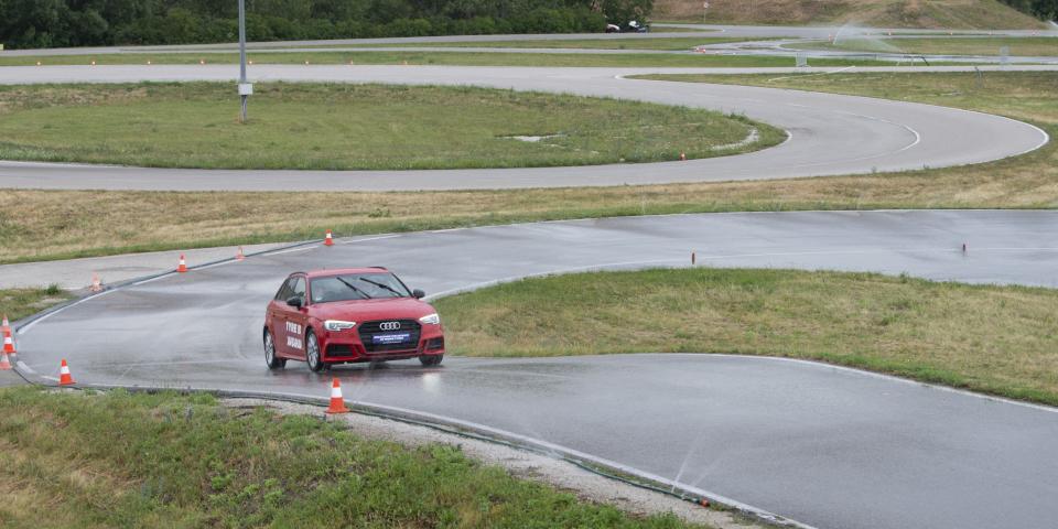 jazda mokry tor wyścigowy Michelin Wieden używane opony