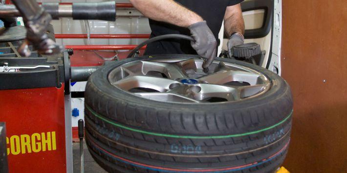 Jak wygląda montaż opon z dojazdem do klienta, czy warto skorzystać ?