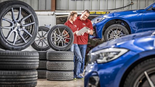 Ranking opon Ultra High Performance wg Auto Motor und Sport – test opon letnich w warsztacie