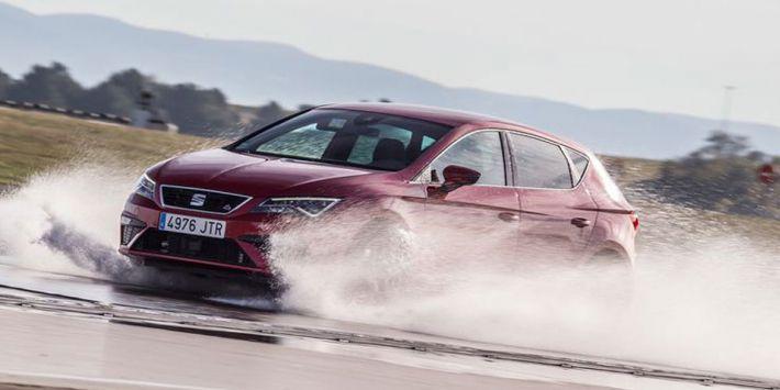 """Magazyn """"Auto motor und sport"""" przetestował 7 modeli opon całorocznych w bardzo zróżnicowanych warunkach"""