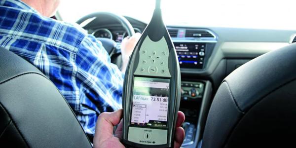 Test opon SUV – Specjaliści z Auto Express zmierzyli hałas słyszany wewnątrz pojazdu