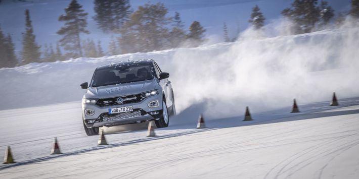Jakie opony zimowe najlepiej sprawdzą się w kompaktowych SUV-ach? Wyniki nowego testu na łamach Auto Motor und Sport.