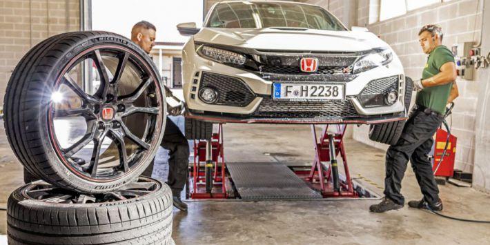 Sport Auto przetestował osiem modeli opon na Hondzie Civic Type R