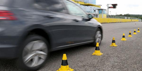 Test i ranking opon letnich – Specjaliści z Auto Bild testują skuteczność hamowania opon letnich