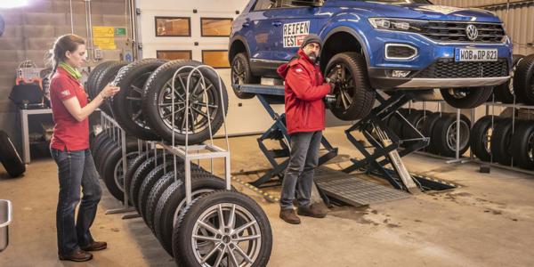 Do testowania opon zimowych posłużył kompaktowy SUV Volkswagen T-Roc