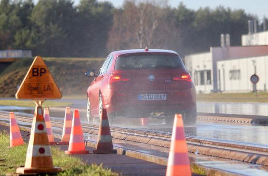 Ranking opon zimowych Autobild 2019 – ocena drogi hamowania w deszczu