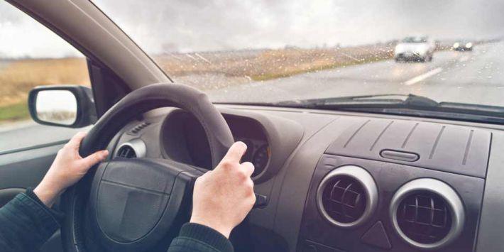 Naucz się, jak prawidłowo reagować, aby nie utracić kontroli nad pojazdem