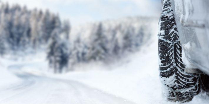 Opony alpejskie, nordyckie, kolcowane, łańcuchy śniegowe, łańcuchy tekstylne - co wybrać?