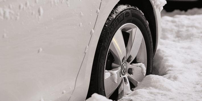Przygotowanie samochodu do zimy – porady w sprawie opon zimowych i konserwacji pojazdu