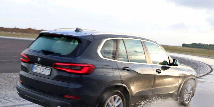 Test opon SUV i 4X4 przeprowadzony przez Auto Bild