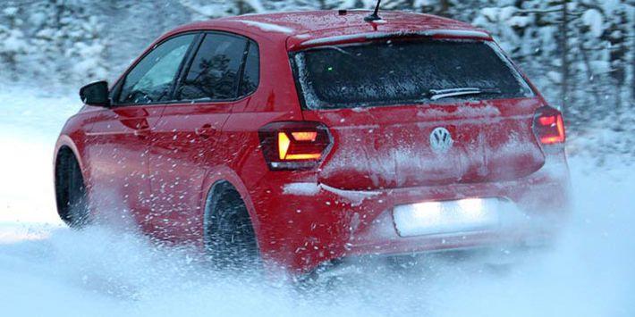 Test opon zimowych 2019 do aut miejskich w wykonaniu ADAC i TCS