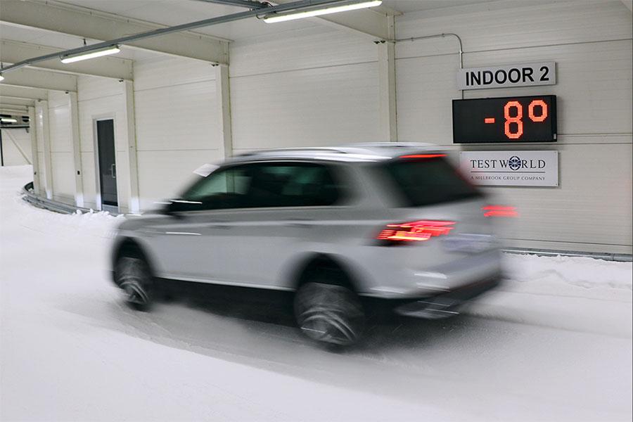 Specjaliści z Auto Bild testują całoroczne opony SUV w fińskim śniegu